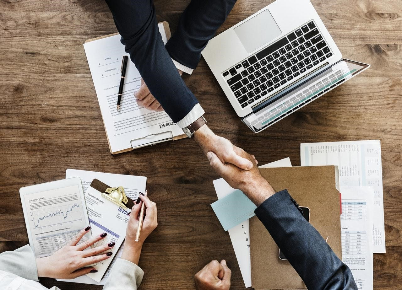 4 Ways Businesses Benefit From Outsourcing Services