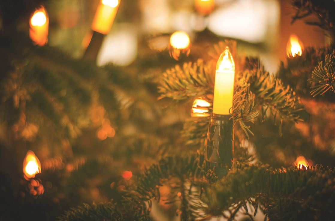 Showing Your Holiday Spirit: Decorating Tips for Businesses