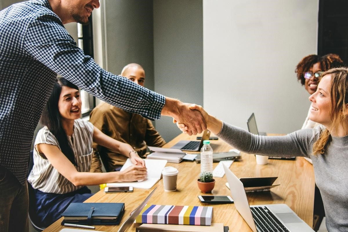 How to Give a Great Impression at a First Business Meeting
