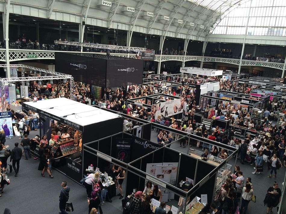 Own a Small Business? 4 Advantages of Exhibiting at a Trade Show