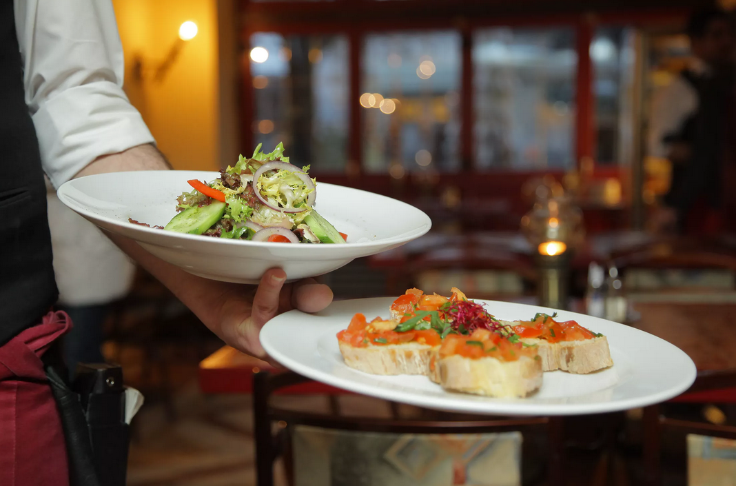 Restaurant Owner Dreams? 4 Tips for Launching into the Food Service Industry