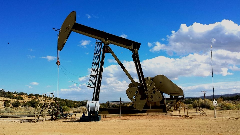 4 Ways to Stay on Top of the Oil and Gas Industry as an Investor