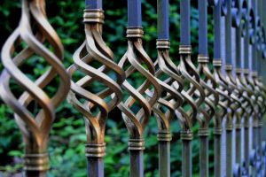 4 High-Quality Fencing Materials for Fencing Companies to Offer