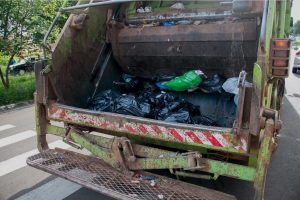 Pros and Cons of 4 Common Garbage Truck Types