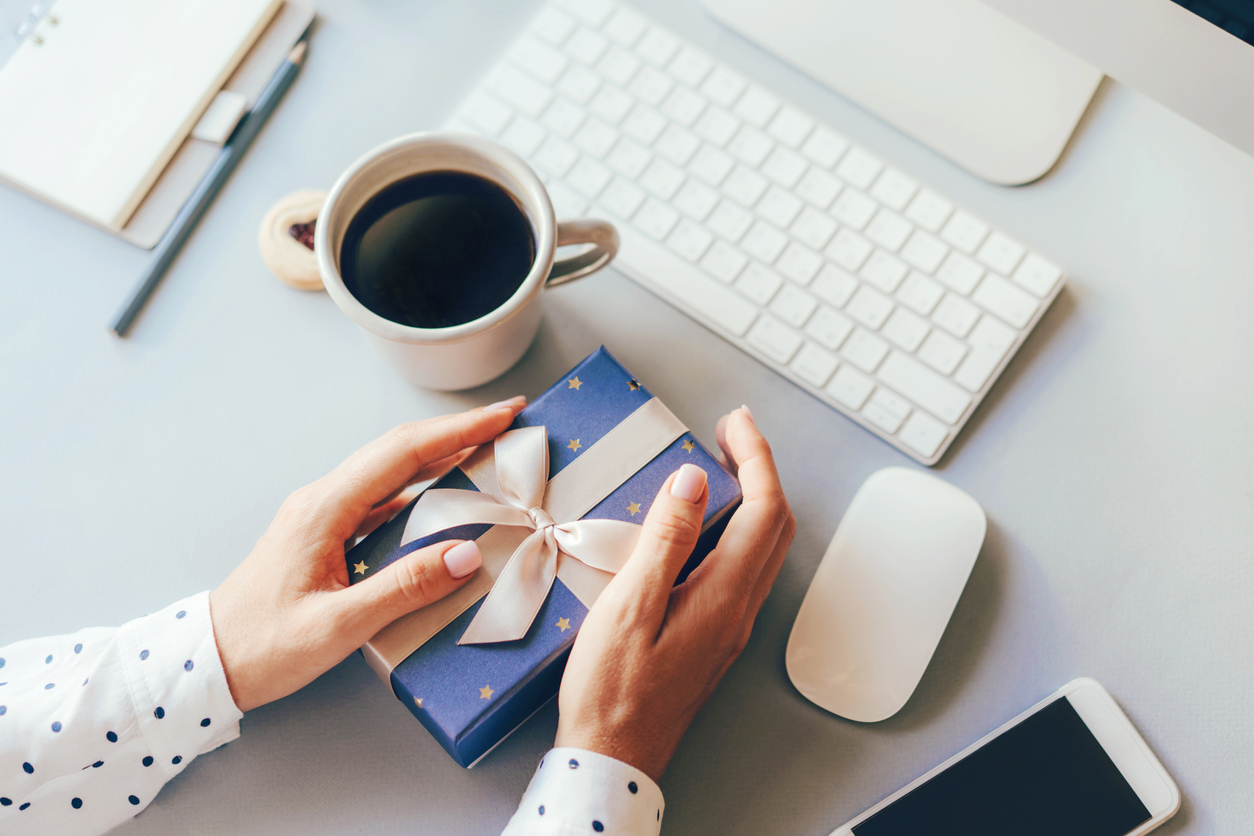 Give Your Boss the Best Birthday Gift with These Tips