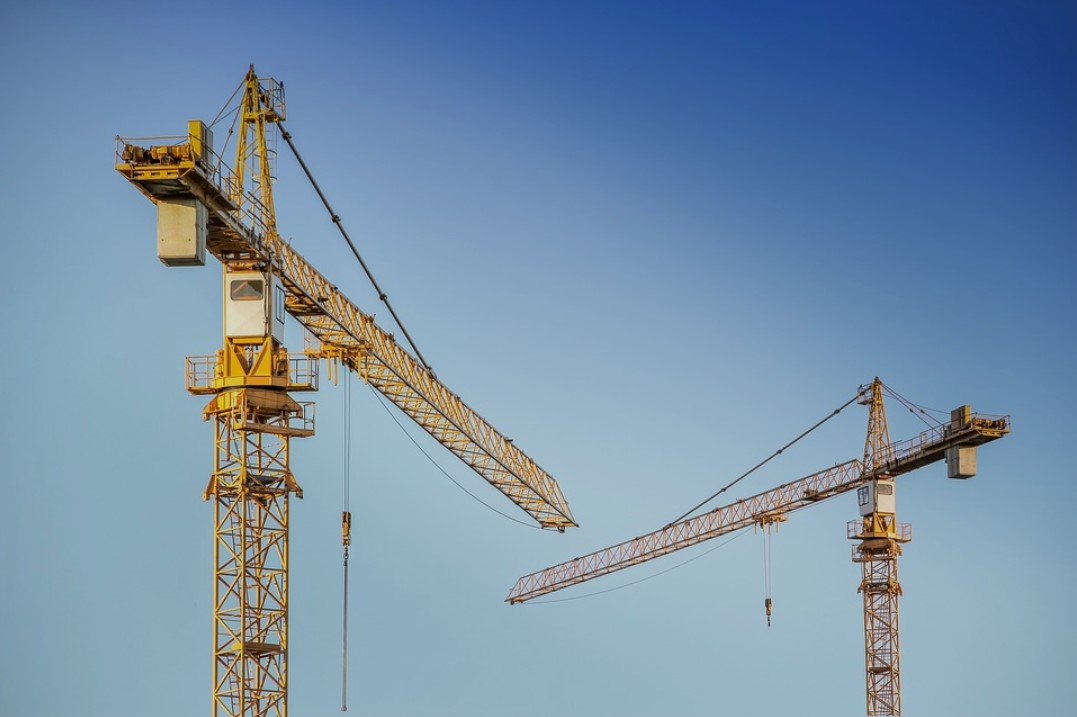 What to Consider When Examining Crane Rental Services