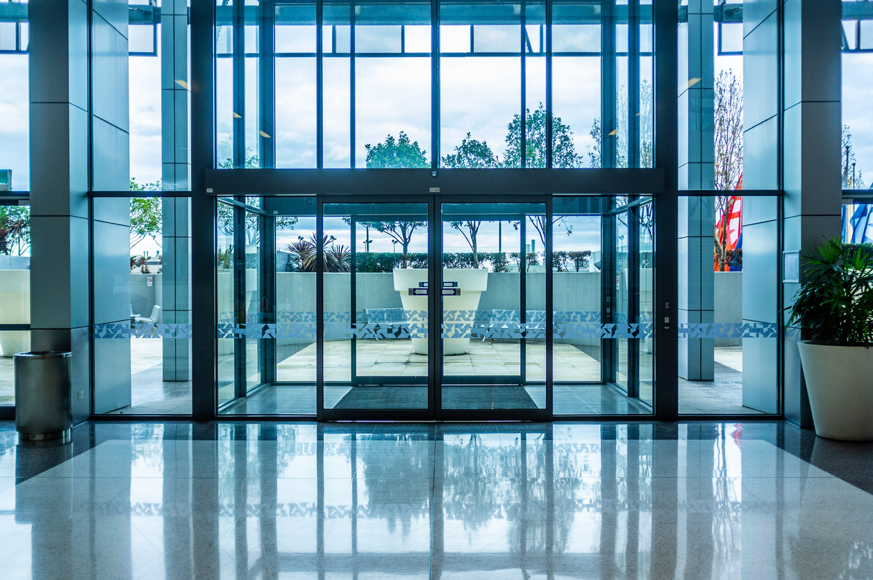 3 Benefits of Using Automatic Doors at Your Workplace